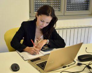 Adriana Dia Bonacci - plavi ured - primeiro