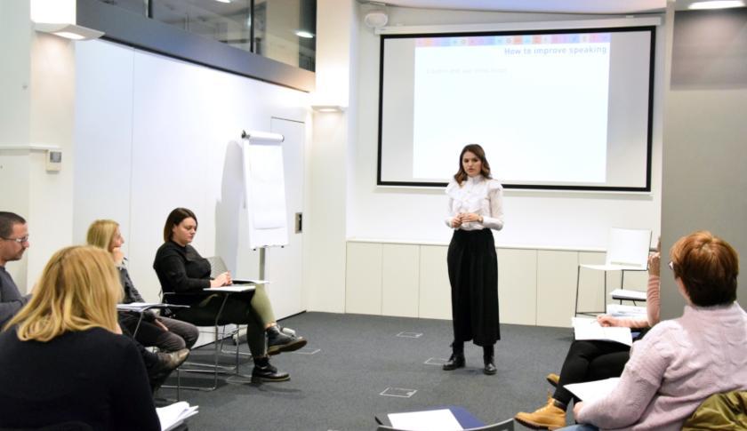 govor na engleskom jeziku plavi ured